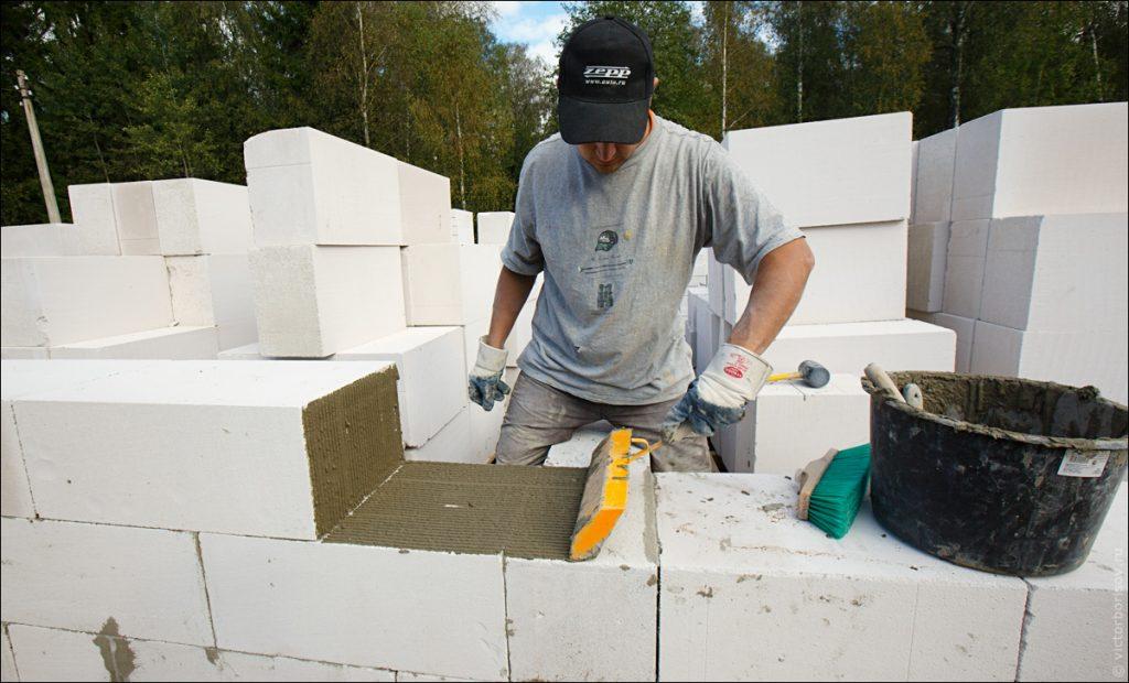 Правильная кладка газосиликатных блоков на клей
