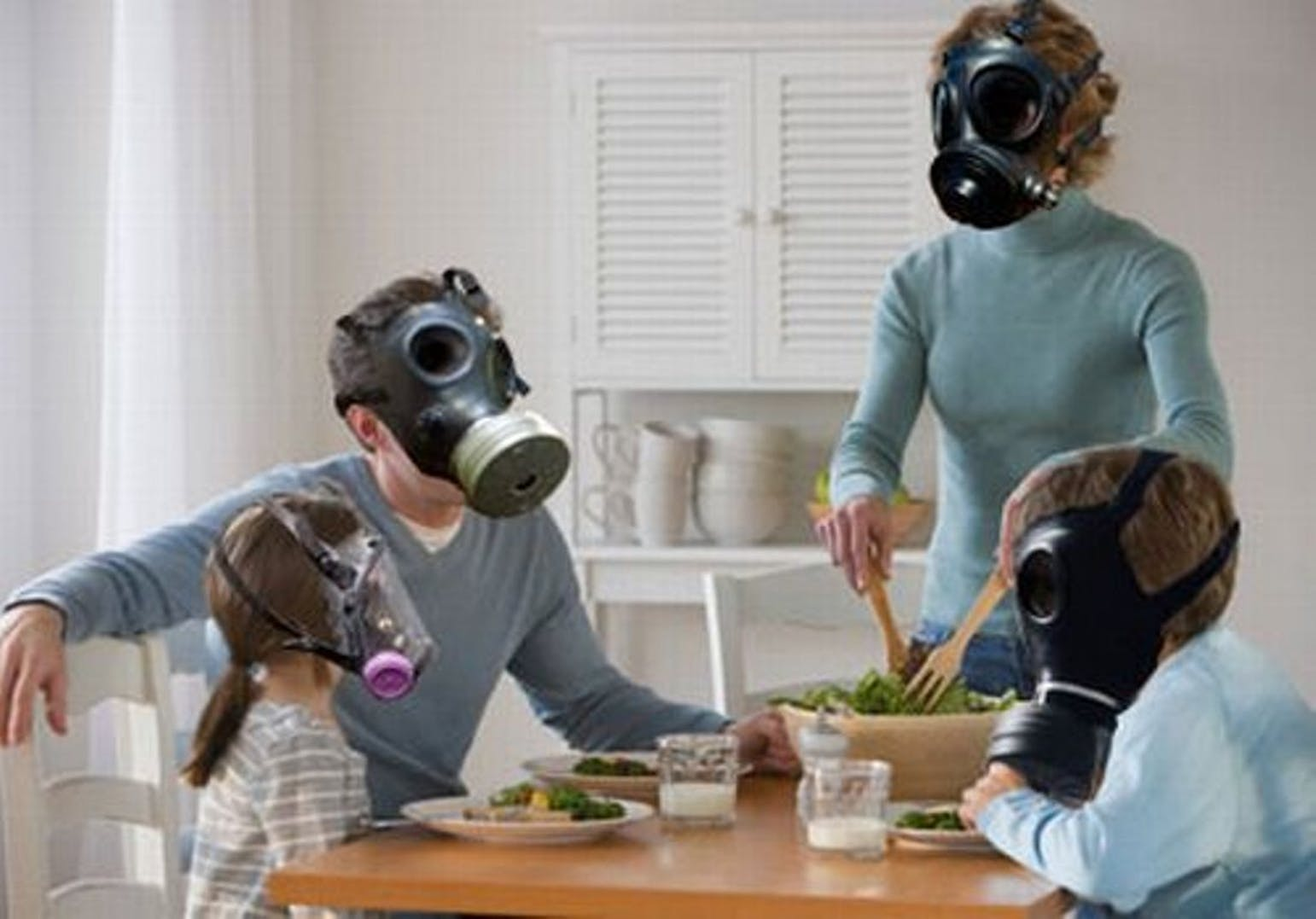 Как вывести неприятные запахи в доме или квартире