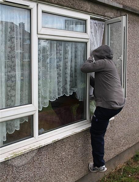 Как защитить дом от воров и грабителей в отсутствие хозяина