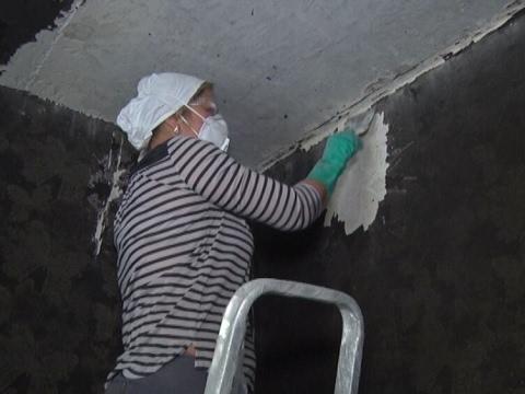Как убрать копоть со стен и потолка своими руками