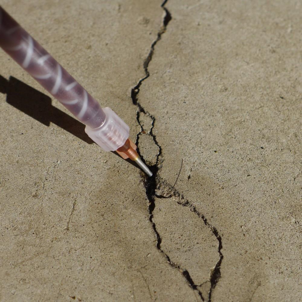 Как и чем лучше всего заделать трещину в бетоне на улице навсегда