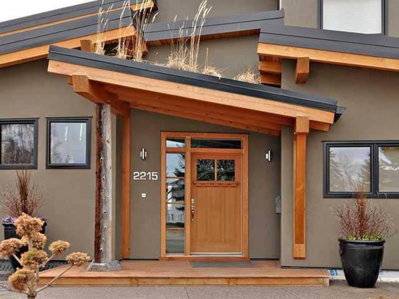 Какой материал для навеса над крыльцом частного дома лучше выбрать