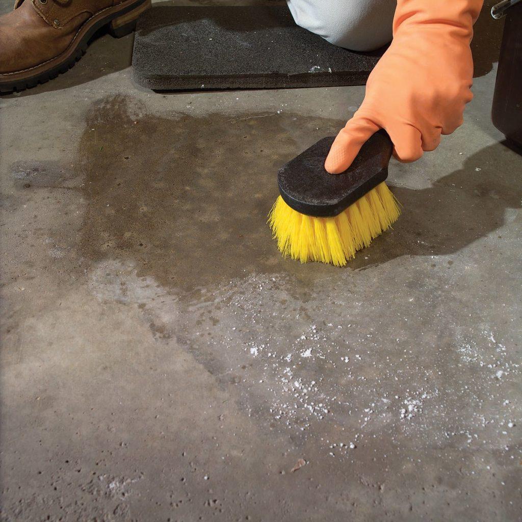 как убрать маслянное пятно с бетонного пола
