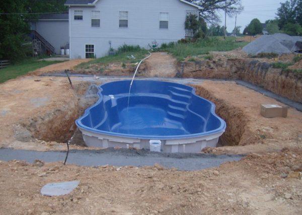 С чего начать строительство бассейна